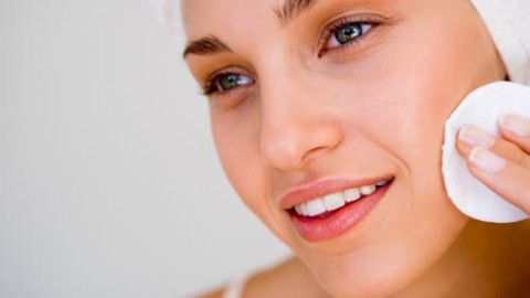 Decoding Acne And Its Management Methods
